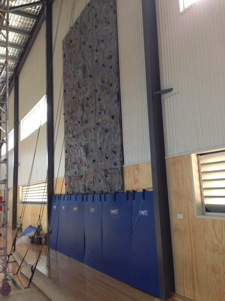 Schools Indoor Climbing Wall with 3 Manual Belay Stations and Safety Matting