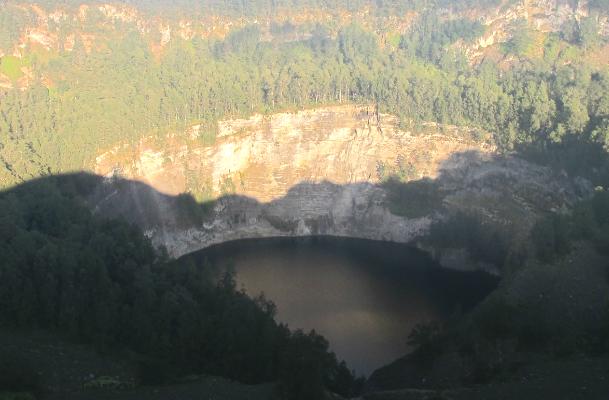 three lakes kelimutu