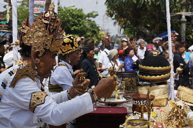 start of royal cremation ubud