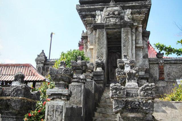 bale kambang temple