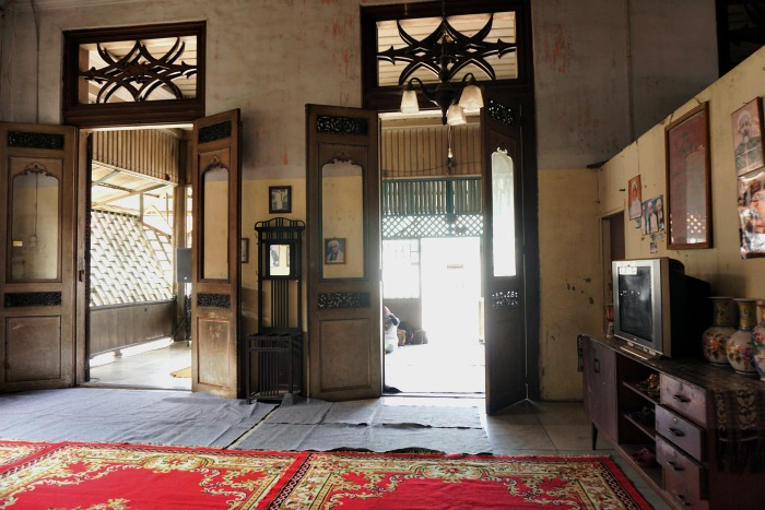 Inside one of the old house in Al Munawar