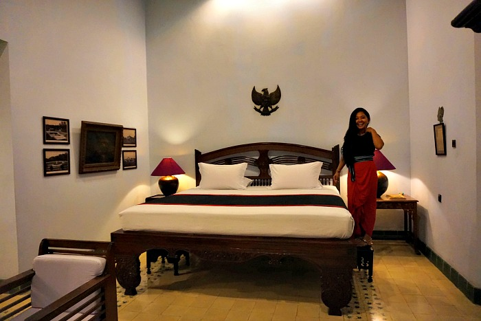 The huge bed of Sang Fajar Suite