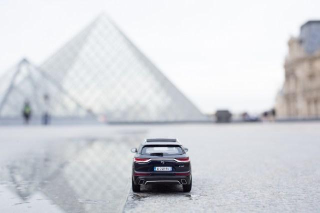 DS7 Crossback presidentiel reflet Pyramide du Louvre