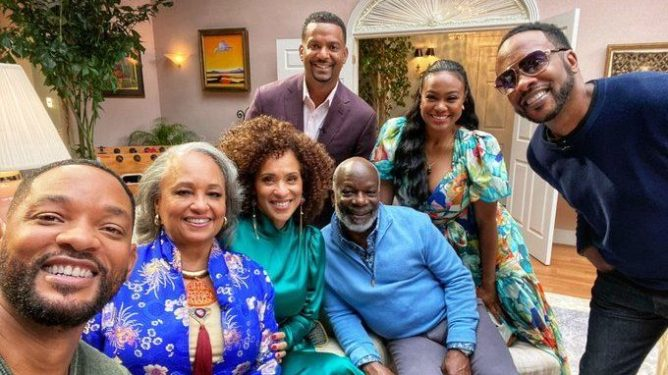 Will Smith takes a selfie with the reunited cast of 'The Fresh Prince of Bel-Air'.