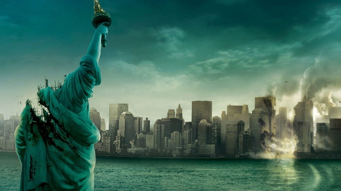 The poster for Cloverfield directed by Matt Reeves featuring the headless Statue of Liberty facing a destroyed New York.