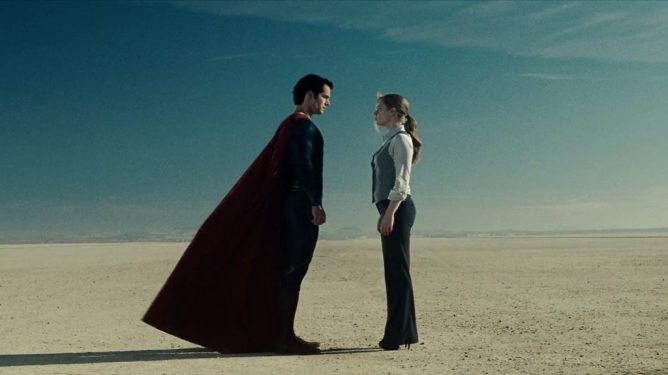 Henry Cavill as Superman stands with Amy Adams as Lois Lane in the middle of the desert as seen in Zack Snyder's MAN OF STEEL, coming in at number 6 in our DCEU ranking from worst to best.