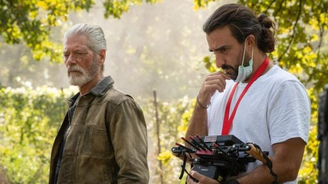 Stephen Lang in character as the Blind Man next to filmmaker Rodo Sayagues on the set of DON'T BREATHE 2.