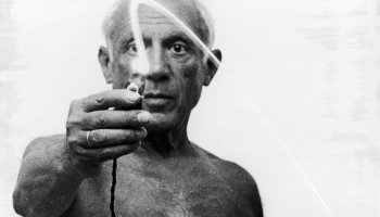 """Pablo Picasso's """"light drawings"""""""