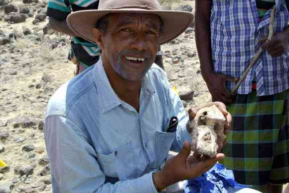 Yohannes Haile-Selassie with the complete skull of Australopithecus anamensis