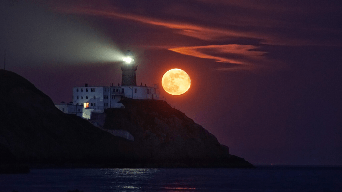 Views of the Super Pink Moon from around the world