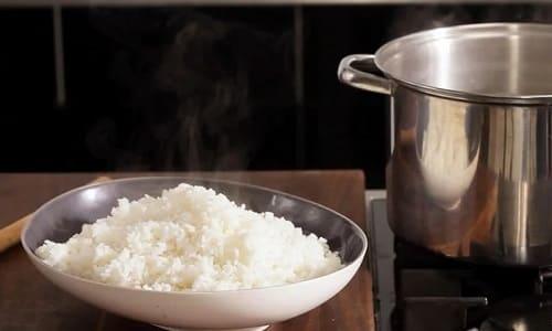 如何在水上煮米饭