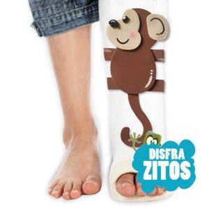 Complemento de goma eva con el dibujo de un mono para decorar tu escayola de la pierna