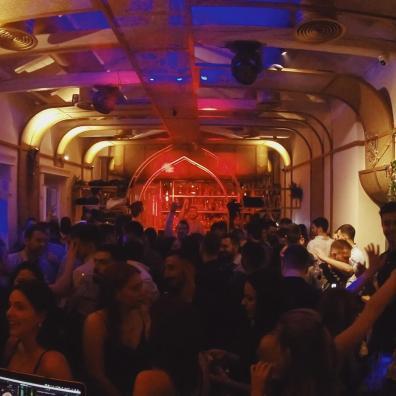 party_90_dishbar