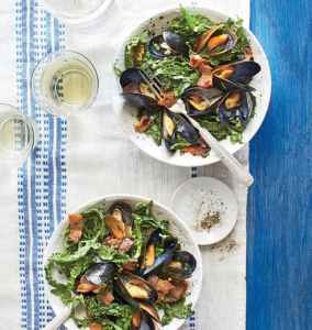Mussel kale salad with bacon