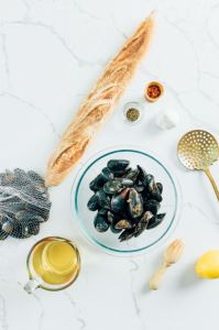 Ingredients for mussels with white wine sauce