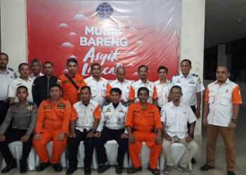 Petugas Posko Angkutan Lebaran  2019 melakukan foto bersama setelah apel penutupan posko di Terminal Tipe A Batoh, Banda Aceh.