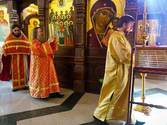 Облачение священника - что означают разные цвета?