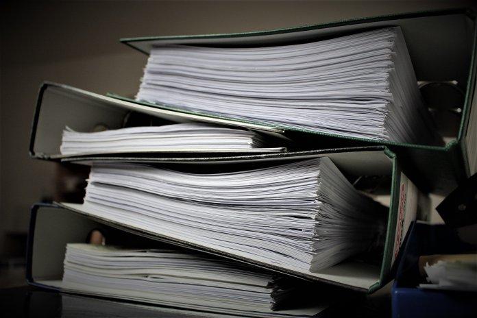Ciudadanos empapelados o el abuso de la burocracia
