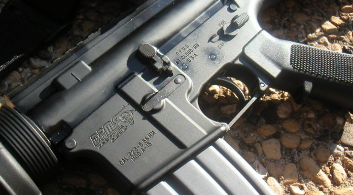 Quieren prohibir el fusil AR-15, un fetiche feroz