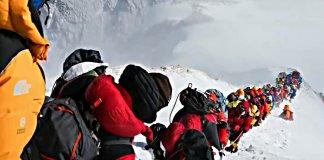 Colas en el Everest