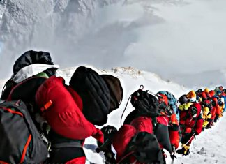 Colas en el Everest