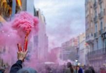Elogio y crítica de la España festiva