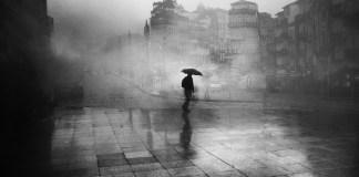 Bajo la lluvia intensa