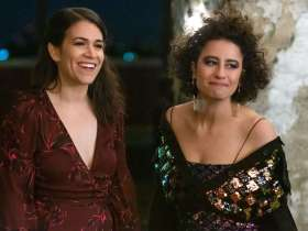 Broad City two young white jewish women in evening wear