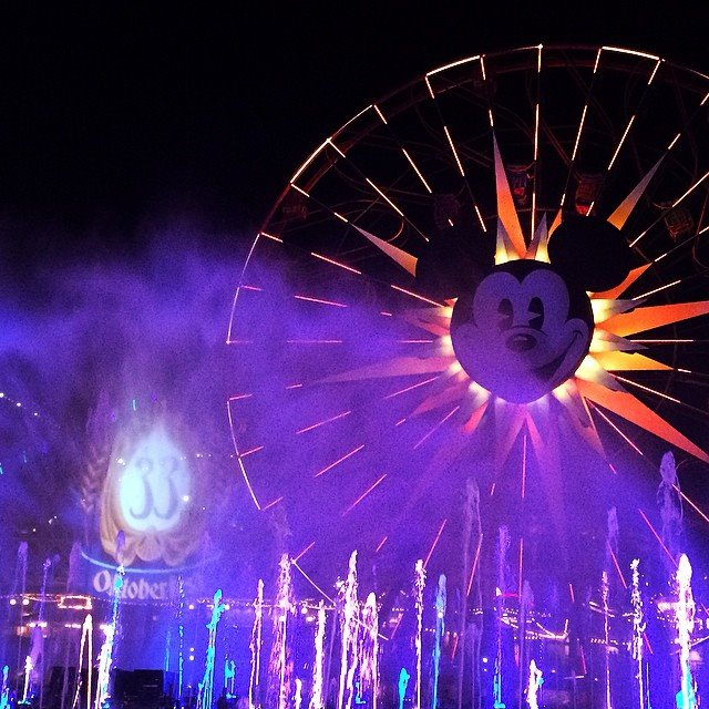 What Disneyland restaurants have a World of Color dining package?