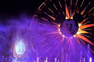 What Disneyland restaurants have a World of Color dining package? 6