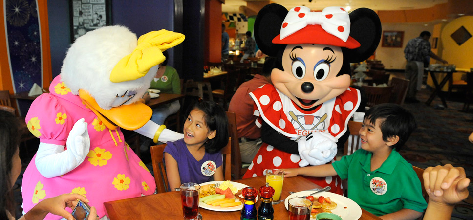 What Character Meals are at Disneyland?