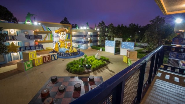 What is a split stay and how does it work at walt disney world