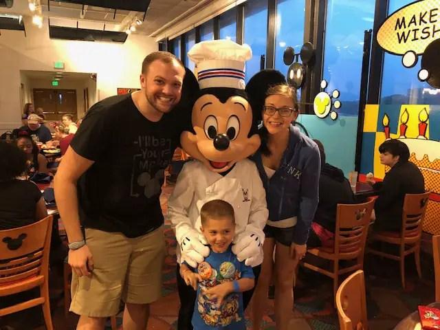 #DisneyMomLife - Managing the Disney Chaos 1