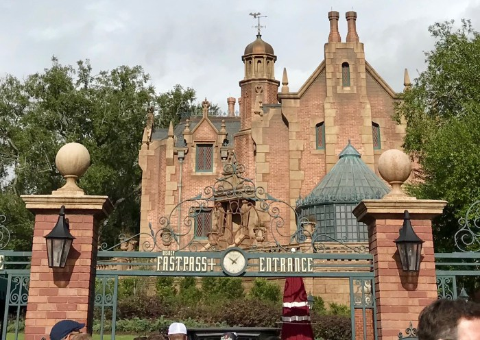 Haunted Mansion FastPass Sign