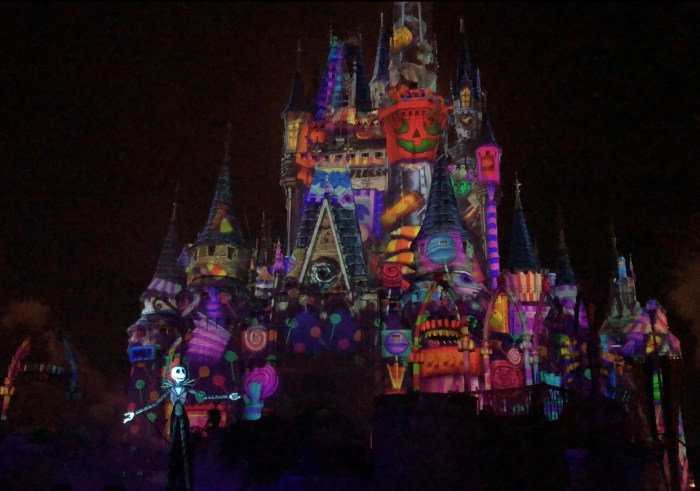 5 Great Reasons to Visit Mickey's Not-So-Scary Halloween Party!! 6