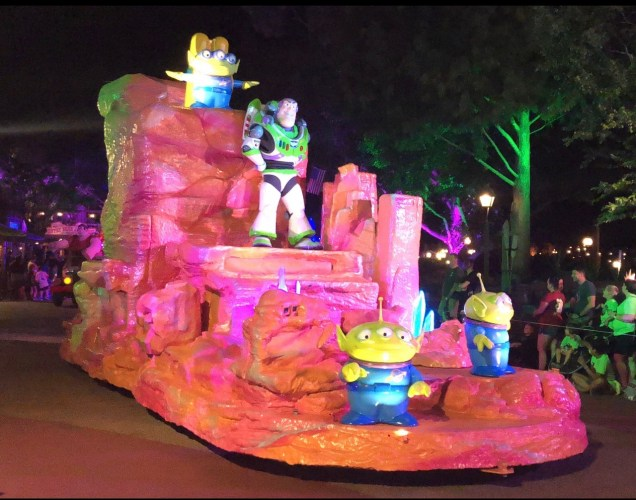 5 Great Reasons to Visit Mickey's Not-So-Scary Halloween Party!! 5