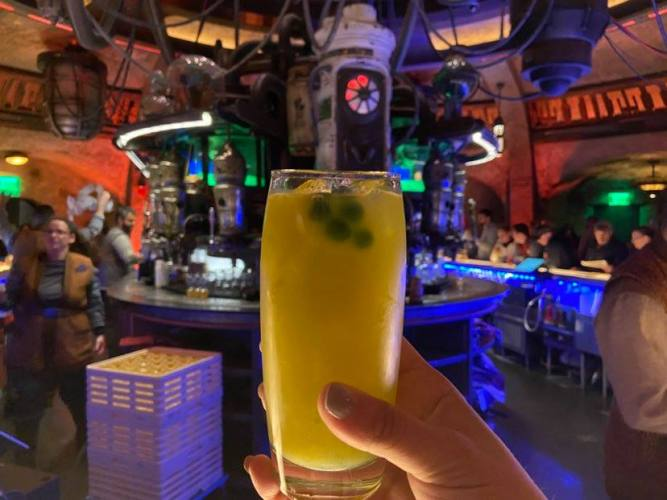 5 Delicious Disney Star Wars Oga's Cantina Drinks You Can Make At Home 4