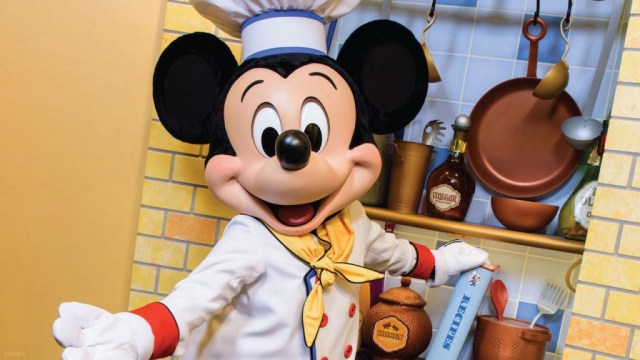 Character Dining At Chef Mickey's Is Returning In December! 1