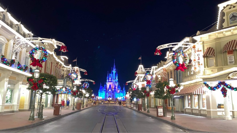 Holiday Decorations Around The Walt Disney World Resort!