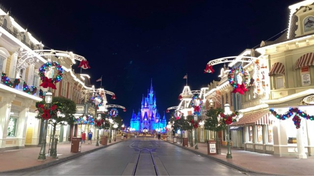 Holiday Decorations Around The Walt Disney World Resort!