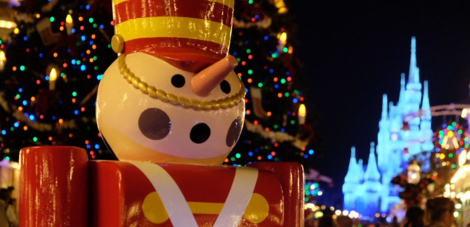 is disney world open christmas day - When Does Disneyworld Decorate For Christmas