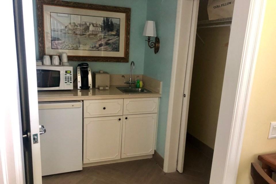 BoardWalk Cottage - Kitchen