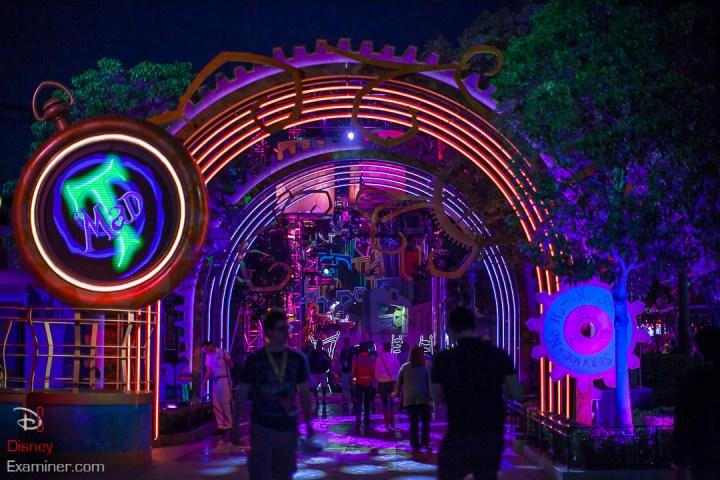 Disney California Adventure Grand Reopening Disneyexaminer Coverage Day 2 Buena Mad T Party Entrance