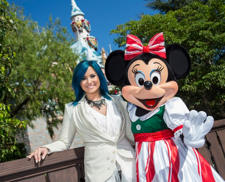 Abc Network Disney Parks Christmas Day Parade Taping At Disneyland 2013 Demi Lovato Frozen Let It Go
