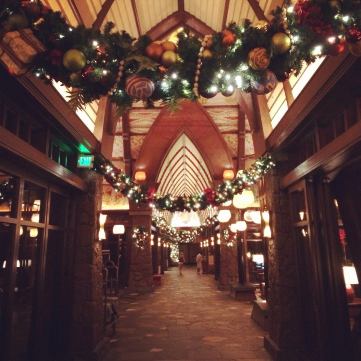 Disney Aulani Resort And Spa Oahu Hawaii Christmas Holiday Decorations