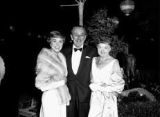 Disney Movie Premiere History Mary Poppins 1