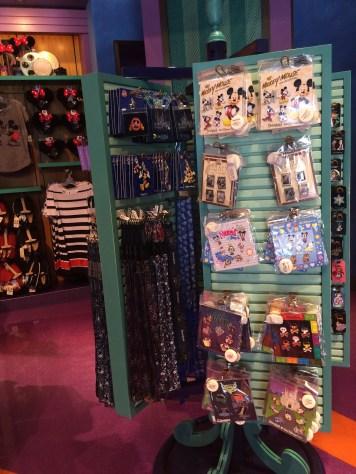 Disneyland Beginner Pin Traders Guide Disneyexaminer Frontierland Shop
