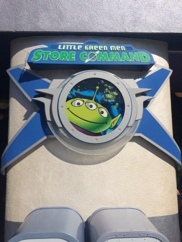 Disneyland Beginner Pin Traders Guide Disneyexaminer Tomorrowland Little Green Men Shop