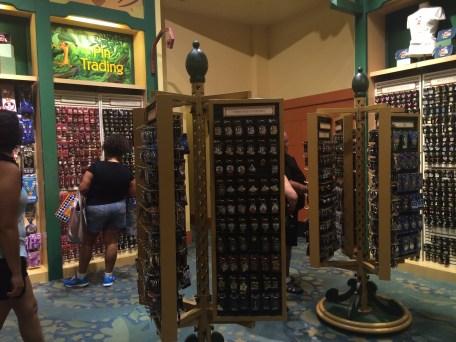 Disneyland Beginner Pin Traders Guide Disneyexaminer Walt Disney World Shop 2
