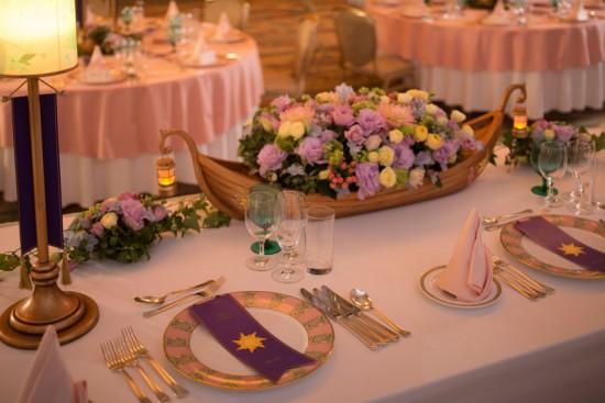 disney themed tangled wedding table setting disneyexaminer. Black Bedroom Furniture Sets. Home Design Ideas
